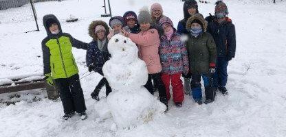 Zimné radovánky na školskom dvore